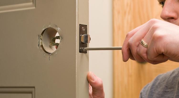 Comment ouvrir une porte dont la poignée est cassé ?