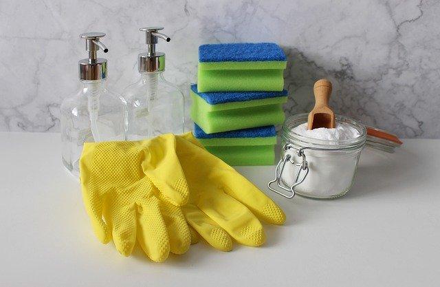 Comment faire le ménage moins souvent ? (tapis absorbant, produits ménagers, etc.)